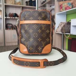 AUTHENTIC LOUIS VUITTON DONUBE SLINGBAG MADE IN FRANCE TINGGI 22CM X LEBAR 16CM GOOD CONDITION RM890 DATECODE INSIDE C.O.D USNASAPRELOVED http://www.wasap.my/60104550163