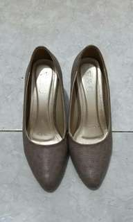 REPRICE V&C Leather Heels