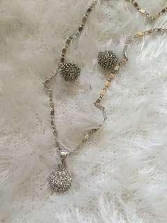 Rositas pendant and pair of earrings