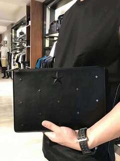 YY-E Clutch Bag