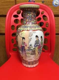 中式花瓶一個