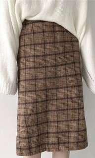 🚚 棕色格子七分裙