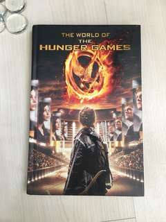 THE WORLD OF THE HUNGER GAMES [HARDCOVER]