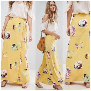 Terno Cold Shoulder and Yellow Skirt