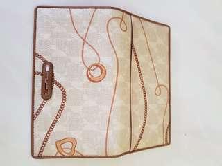 Womens' wallet
