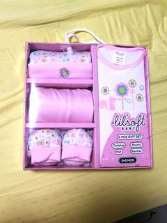 Newborn Baby Girl Gift Set (FREE swaddle cloth)