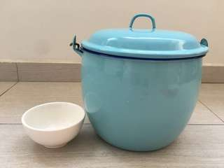 Big Retro 50s Blue Enamel Pot & Free Gift