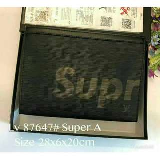 LV Supreme clutch with box (87647)