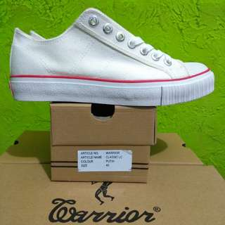 Sepatu Warrior Classic Low White Original