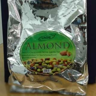 Cokelat almond green tea