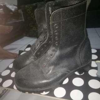 Boots TNI AU
