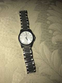 Authentic Gucci mother of pearl diamond watch