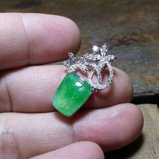 天然翡翠A貨18K金鑲南非小鑽石嵌吊墜!