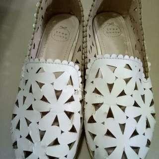 女鞋23碼。商品售出後無退換貨