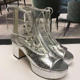 割價求售🈹⬇️Chanel Silver PVC Ankle Boot