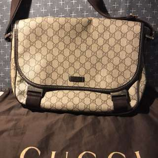 Preloved authentic gucci messenger bag