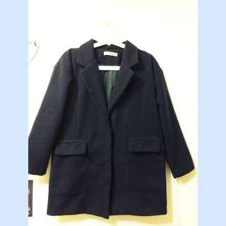 🔹深藍色排扣大衣