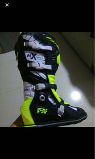 Forma Mx series boots