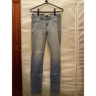 A&F淺色牛仔褲