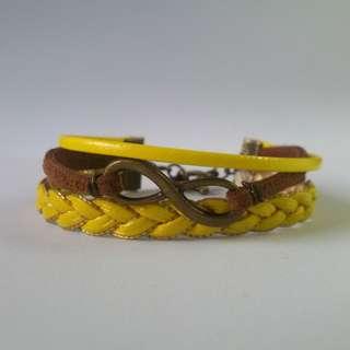 Gelang tali infinity