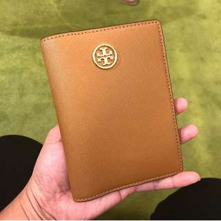 Pre-order: TORY BURCH PASSPORT HOLDER