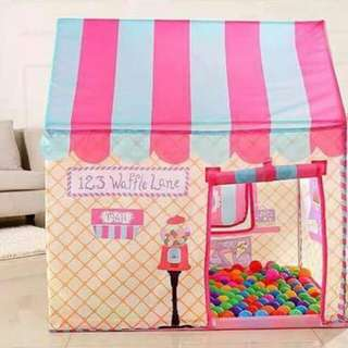 Kiddie tent with colorful balls