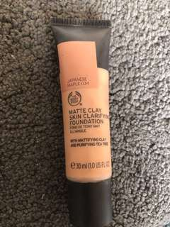 The body shop: matte clay skin clarifying foundation (Japanese maple 034)