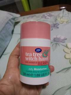 Boots tea tree witch hazel with extract of berry