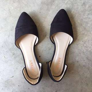 Cute black flats. Brand new.