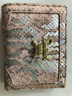 Salad woman wallet light pink and silver grey
