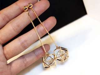 Dangling Crystal Earring (gold)