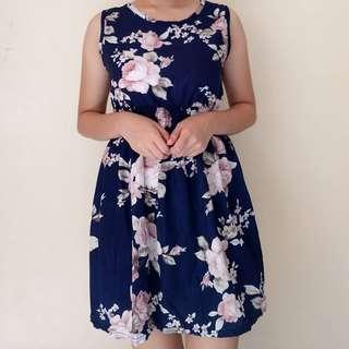 ✨Dress: Blue floral summer dress 💌 Message us for more details! <Slide for more pics>