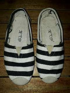 Slip On Black & White
