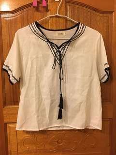 🚚 白色棉麻民俗風 T-shirts'