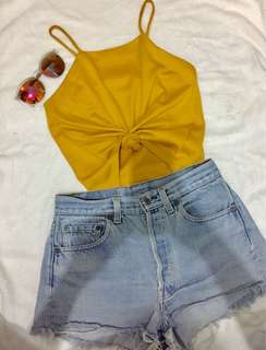 Harter top and levi's short Sets