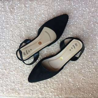 Black Pointed Flat Shoes