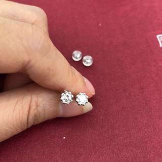 0.288ct natural diamond earrings 18k