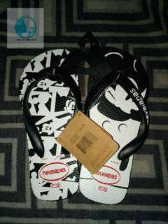 Mickey mouse havaianas overrun size 11 or 12