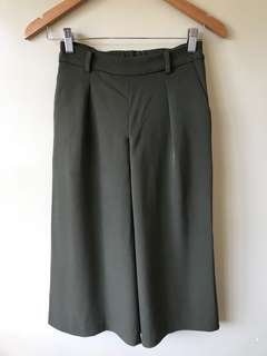 Preloved Uniqlo Gaucho pants