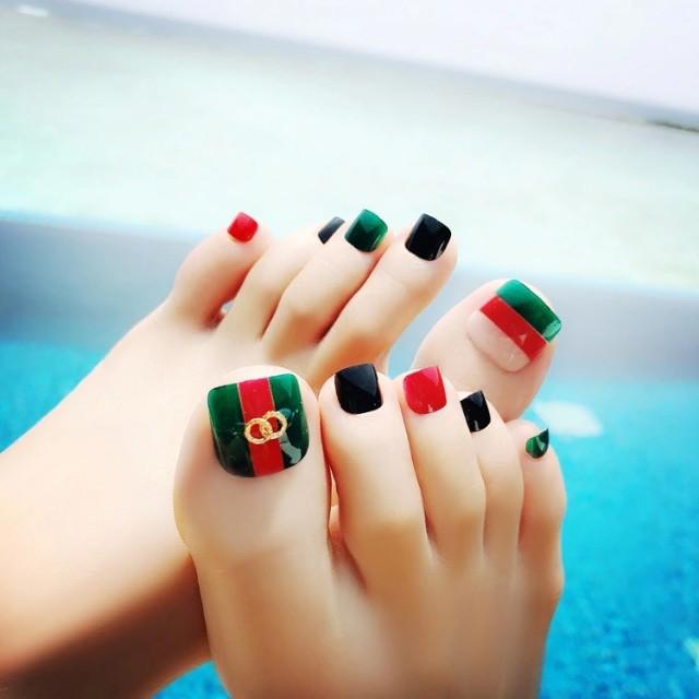24Pcs Stripe Rivets Summer Toe False Nails Light Color Green Red Toe ...