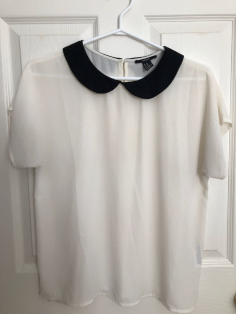 Flowy white blouse with collar - Size M