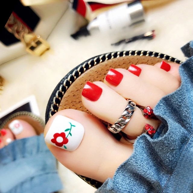 In 2018, the new finished manicure 24 boxed small flower toenail ...