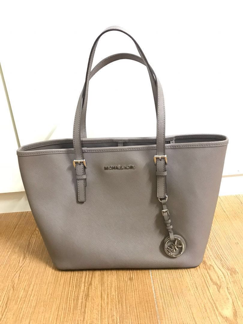 25dbf4ec3e10 Michael Kors Jet Set Travel Small Tote, Women's Fashion, Bags & Wallets on  Carousell