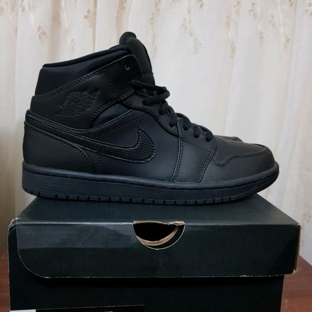 half off d5f61 39bd3 Nike Air Jordan 1 Mid Triple Black US 8, Men's Fashion ...