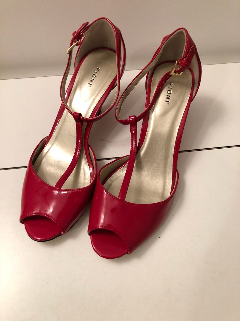 Red Shoes (sz 6)