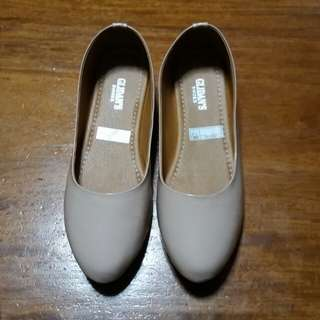 Brand new doll shoes Size 8