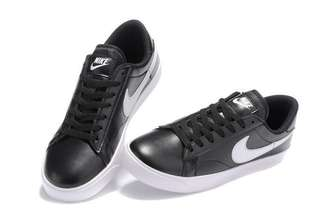 Nike leather tennis shoes