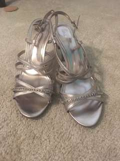 Stappy metallic sandals