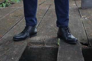 Sepatu Boots Pria Casual Boston Milan Hitam
