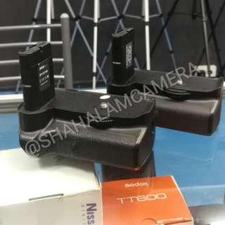 (USED) OEM NIKON D3100, D3200 BATTERY GRIP